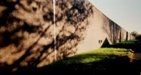 Foto: anonym mit einer Einwegkamera im Innenhof der JVA Köln-Ossendorf aufgenommen.