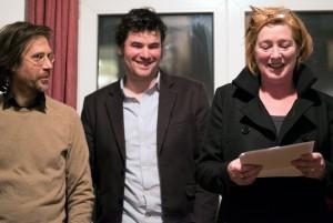 """Till Nachtmann, Stefan Silies und Ruth Gilberger (v.l.n.r.) eröffnen die Ausstellung """"Fremdenzimmer"""" Foto: David Henselder"""