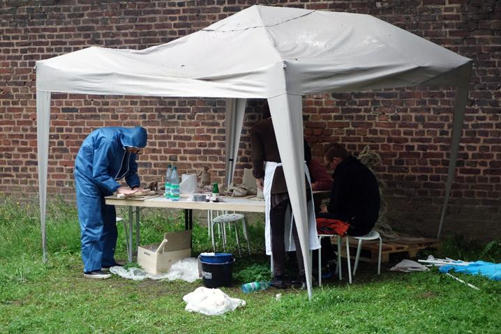 Trotz Regen und Sturm: Unser Pavillon steht noch. Foto: Ruth Gilberger