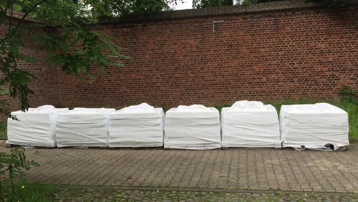 6 von 7 Tonnen Ton warten auf den Projektstart. Foto: Ruth Gilberger